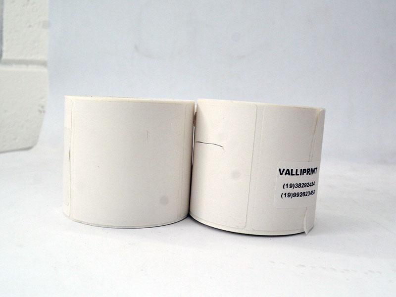 Etiquetas brancas e personalizadas